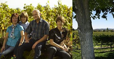 Familie Heiner Sauer im Weinberg